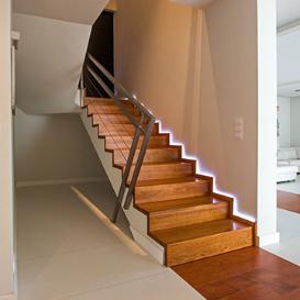 moderne holztreppen und fu b den yarkwood. Black Bedroom Furniture Sets. Home Design Ideas